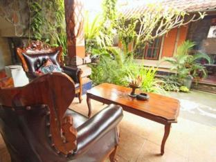 Praety Home Stay Bali - Rõdu/Terrass