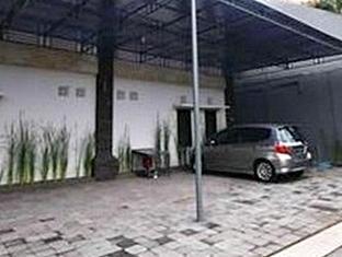Cempaka Bali Suites Bali - Car Park