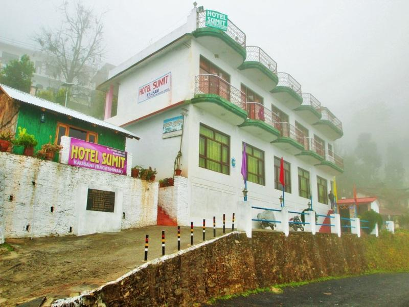 Sumit Hotel Kausani - Hotel and accommodation in India in Kausani