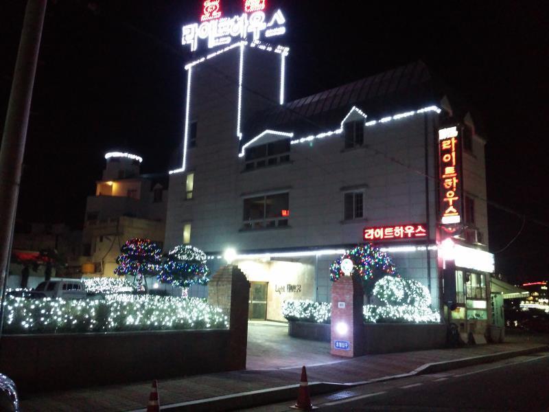 โรงแรม ไลท์เฮ้าส์  (Lighthouse Hotel)