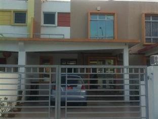 Homestay @ Setia Tropika Johor Bahru - Main Entrance