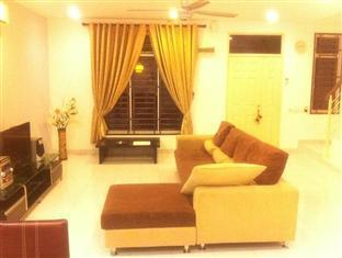 Homestay @ Setia Tropika Johor Bahru - Living Room
