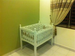 Homestay @ Setia Tropika Johor Bahru - Baby Cot