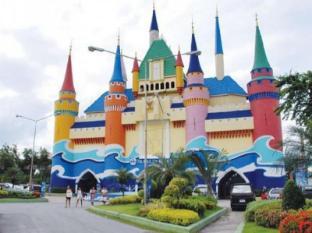 Chana Hotel Bangkok - Surroundings