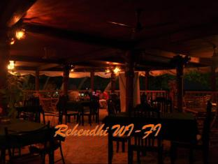 Yellow Rehendhi Inn Maldives Islands - Food, drink and entertainment