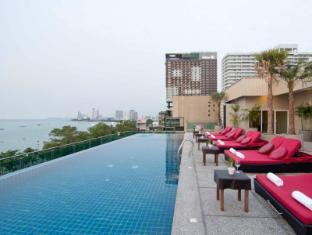 Sea Me Spring Too Hotel Pattaya - swimming pool