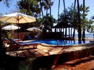 Bali Bhuana Beach Cottages Бали - Бассейн