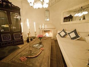 Dar Fakir Hotel Marrakech - Lounge with fireplace