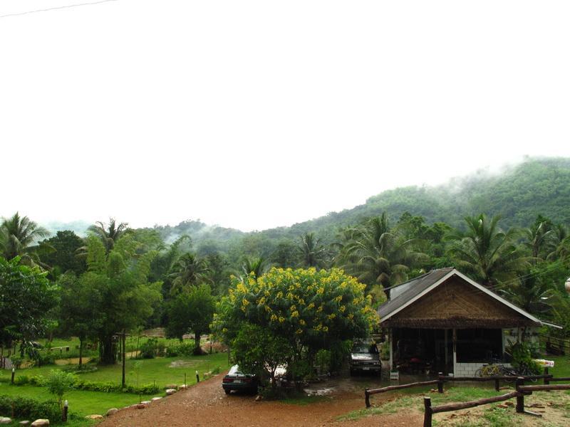 หมู่บ้านนกร้อง อีโค แคมปิง : ที่พักสวนผึ้ง จ.ราชบุรี
