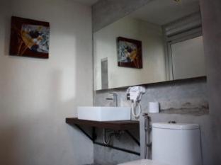 Eurna Resort Bangkok - Bathroom