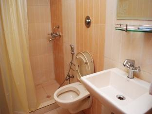 Mala Inn Chennai - Bathroom