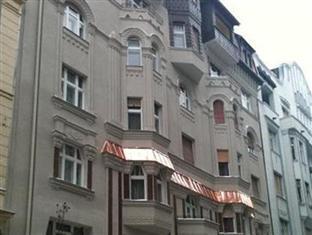 SOM Basilica Hostel Budapest - Hotel Exterior