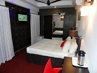 Dash Continental Hotel Vadodara - Super Deluxe Room