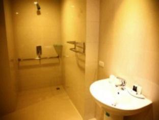 Sunshine Tower Pattaya - Bathroom