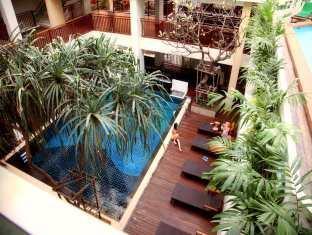 Sunshine Tower Pattaya - Pool Area And Hotel Surroundings
