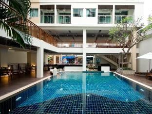 Sunshine Tower Pattaya - Swimming Pool