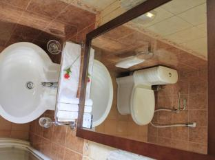 Cerulean View Hotel Male City and Airport - Standard Room - Bathroom