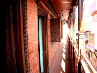 Cosy Hotel Bhaktapur - Balcony