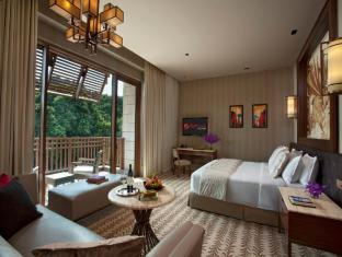 Resorts World Sentosa - Equarius Hotel Singapore - Deluxe Room - Bedroom