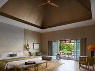 Resorts World Sentosa - Beach Villas Singapore - 1 Bedroom Villa - Living Room