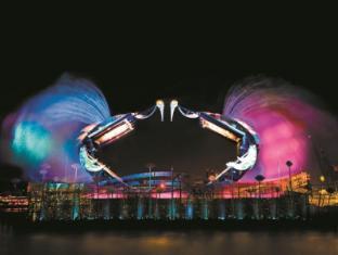 Resorts World Sentosa - Beach Villas Singapore - Crane Dance