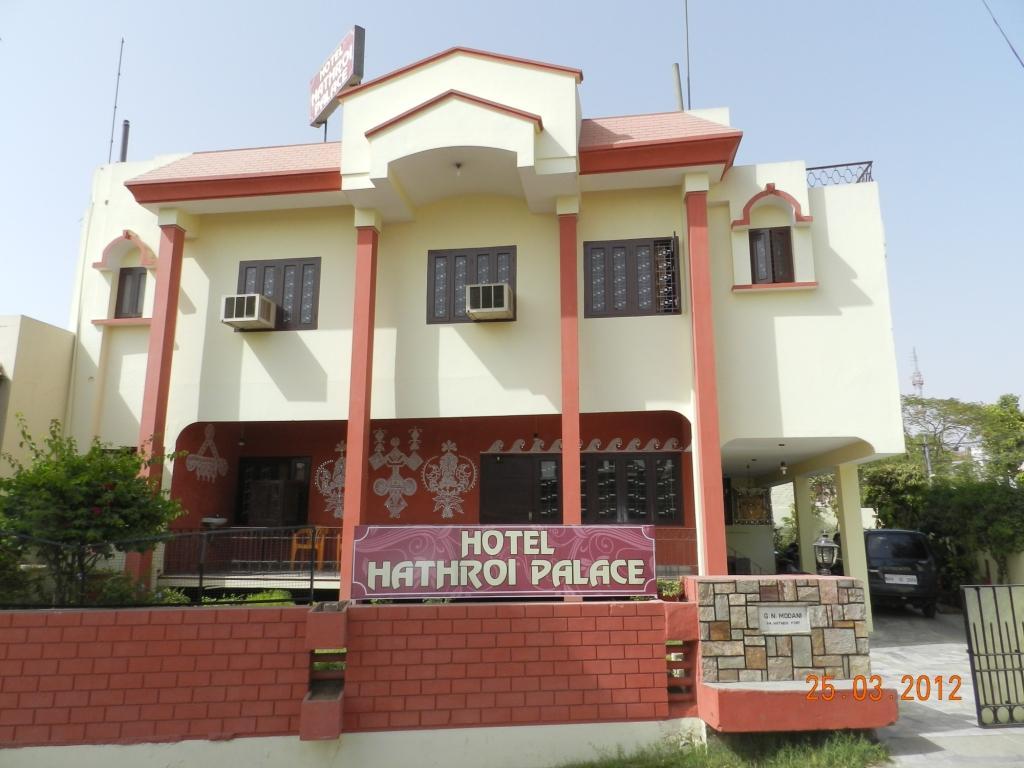 Hotel Hathroi Palace