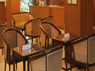 EVP Capitol Hotel Chennai - Food, drink and entertainment