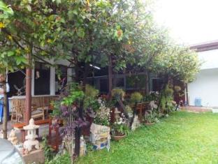 Villa Thatluang Vientiane - Bahçe