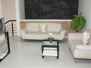 Panggon Guesthouse Surabaya - Hotellet från insidan