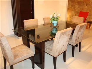 Panggon Guesthouse سورابايا - غرفة الاجتماعات