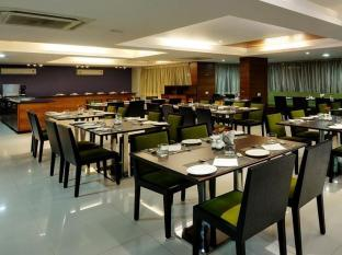 Hotel Nami Residency Ahmedabad - Food, drink and entertainment