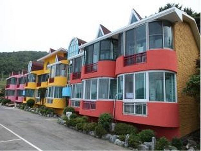 โรงแรม เอส เจ ดงยารู รีสอร์ท  (SJ Dongyaroo Resort)