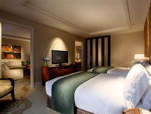 Two Queens Junior Suite Hotdeal