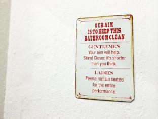 Attic Airways Bed & Breakfast Singapore - Bathroom