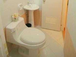 Robe's Pension House Cebu - Bathroom