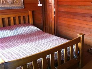 Elephant Guesthouse Phuket - Big Thai house room