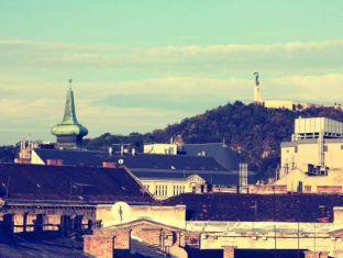 Hostel Goodmo Budapest - The rooftop Terrace View