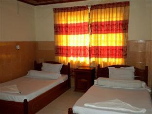 Hour Bunny Hotel Kratie - Twin Bedroom with AC