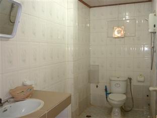Hour Bunny Hotel Kratie - Bathroom