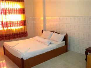 Hour Bunny Hotel Kratie - Double Bedroom with Fan