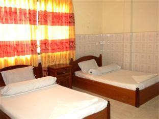 Hour Bunny Hotel Kratie - Twin Bedroom with Fan