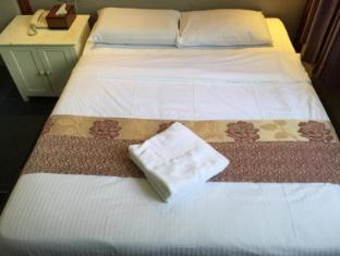 Singapore Hotel | Deluxe: No Window