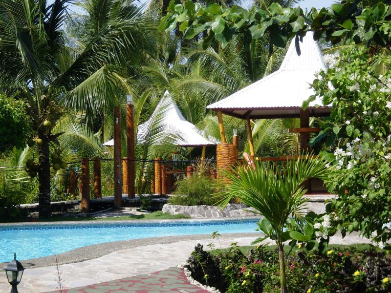 Maia's Beach Resort Себу