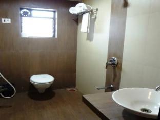 Hotel Royal Park Mumbai - Bathroom