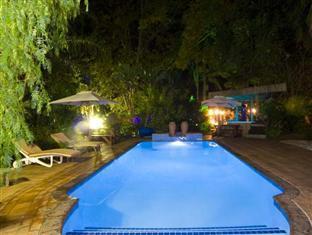 De Charmoy Estate Guest House Durban - Pool and Jacuzzi