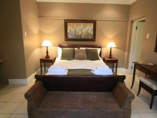 De Charmoy Estate Guest House Durban - King Size Bed