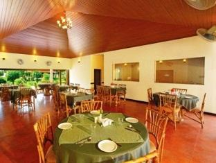 Gold Field Lake Resort Kumarakom - Food, drink and entertainment