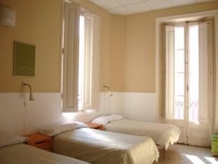 BP Escudillers Pasatge - Ramblas Apartment Barcelona - Bedroom