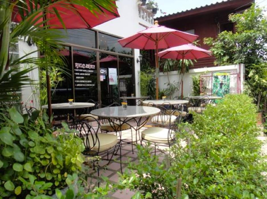 The Red Hibiscus Guesthouse - Hotels and Accommodation in Thailand, Asia