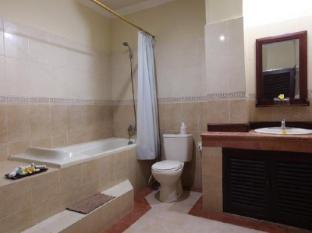 Maxi Hotel & Spa Bali - Bathroom